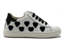 EB-sneaker-zwarte-hartjes