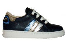 clic-sneaker-blauw-strik-achter